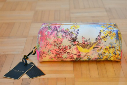 Giveaway_TedBaker_MakeupBag_Featured